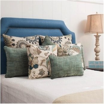15 Quick Tips for Staging Your Home with Pillows pillows