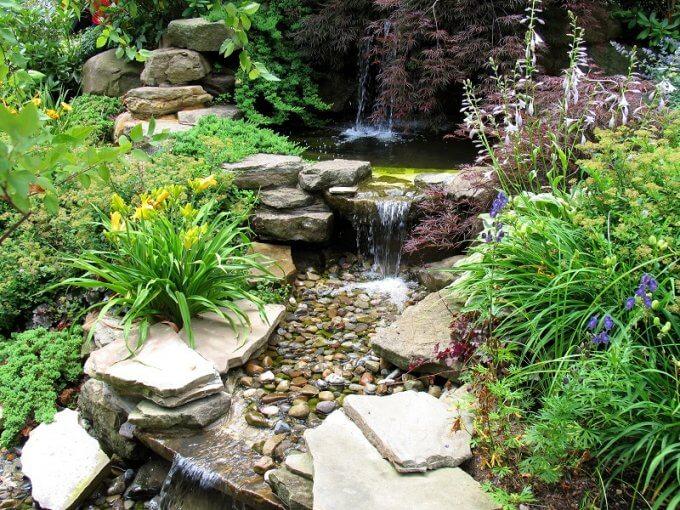 Designing Your Small Garden With Cobblestones small garden