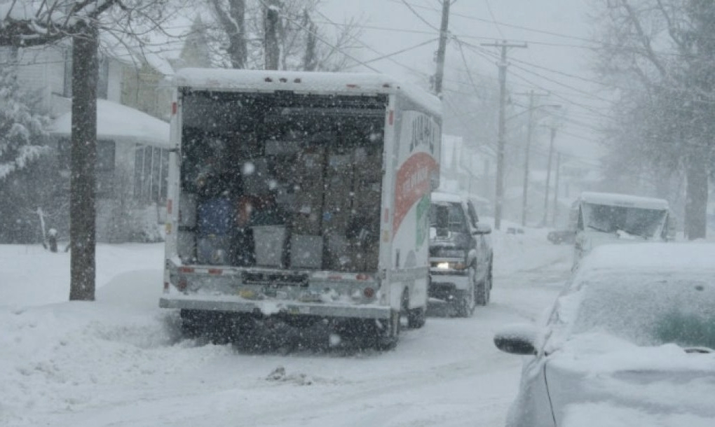 picture of moving truck in winter time