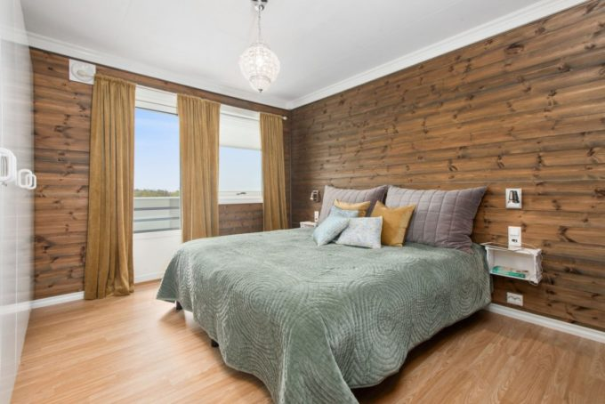 Luxury Home Buyers love bedrooms